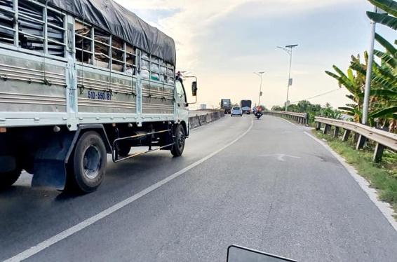 Bán 3 nền cặp rạch cặp đường tại Tân Thuận- Tân Hạnh